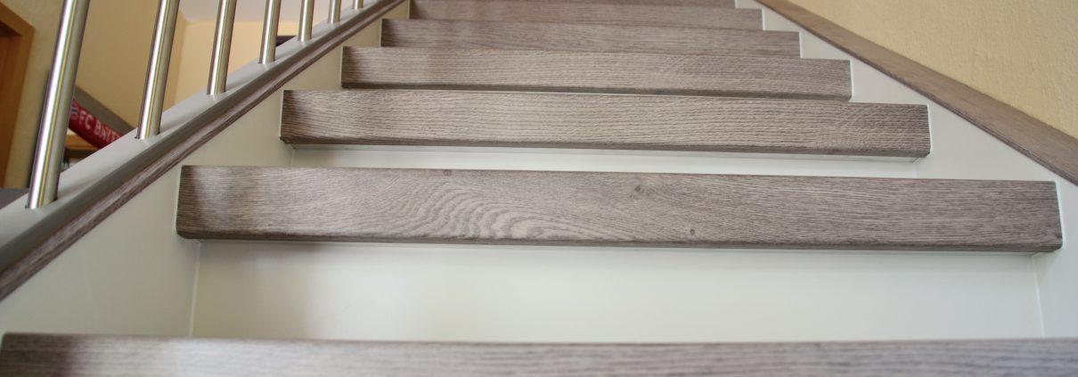 Treppenrenovierung in Arnstadt, Vinylstufen Eiche grau