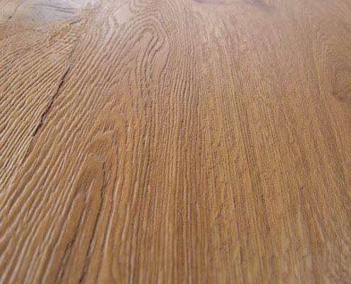 gebürstete, 3-fach lackierte Oberfläche, Echtholz Eiche