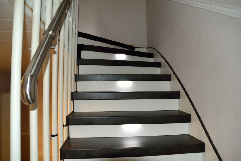 treppenrenovierung anthrazit stone stellstufen wei led beleuchtung treppen renovierungen schran. Black Bedroom Furniture Sets. Home Design Ideas