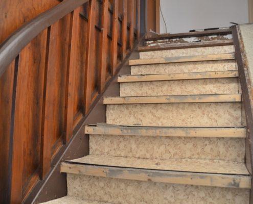 Alte Treppenbeläge entfernen
