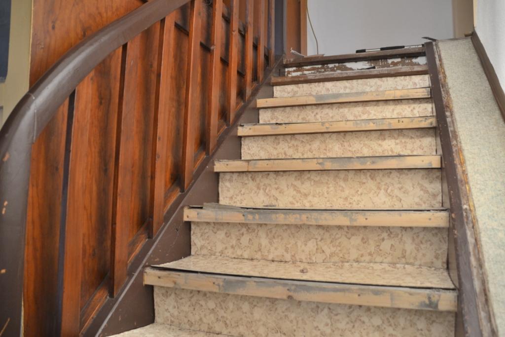Alte Tapete Entfernen Und Streichen : Alte Treppe renovieren? ? Treppenrenovierung selber machen