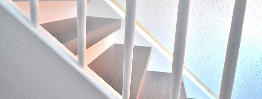 Treppenrenovierung, Treppensanierung in Hanau, CPL-Laminat Eiche Grau