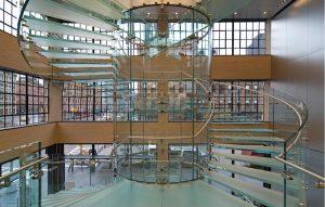 Glastreppe im Apple Store New York